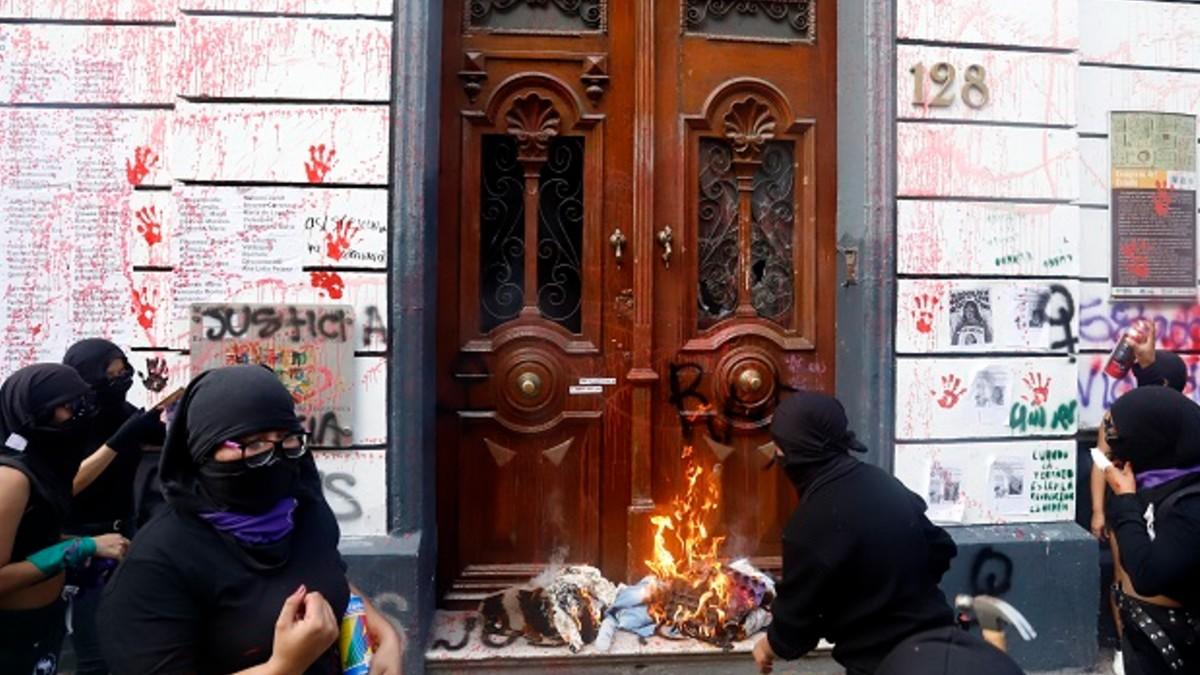 Gobierno de Puebla va contra feministas radicales por vandalismo en 8M