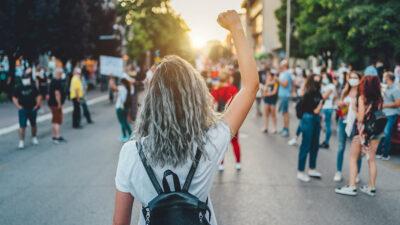 Día de la Mujer: ¿Qué significa el término feminista sororidad?
