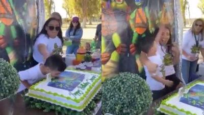Niño explota contra su tía por aventarlo a pastel de cumpleaños