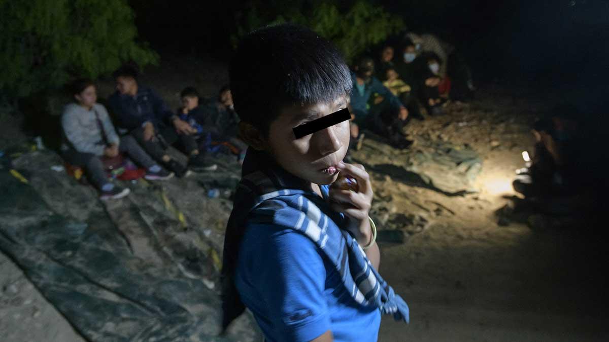 Niño migrante platica por qué se fue a Estados Unidos