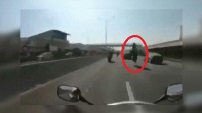 En Nuevo León: motociclista sufre terrible accidente en carretera