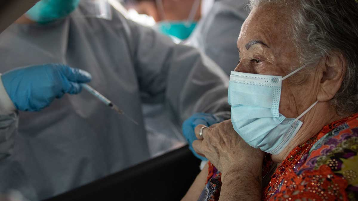 Sheinbaum pide a adultos mayores vacunarse y luego volver a trabajos