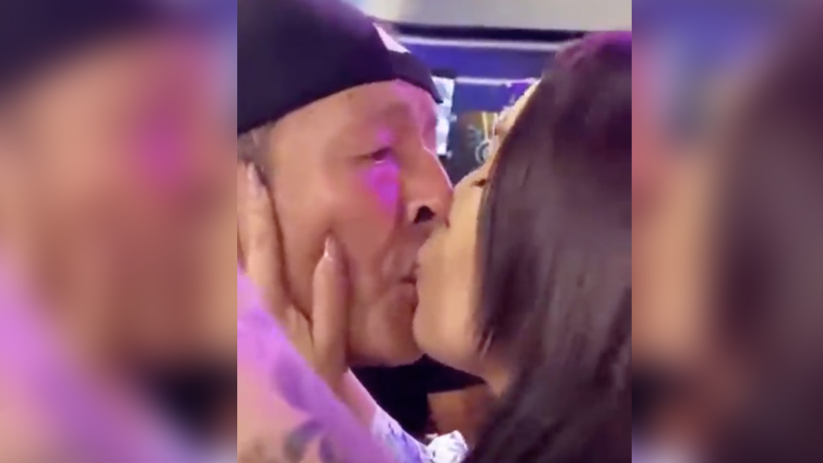 Sammy presentó a su novia en televisión y la besó