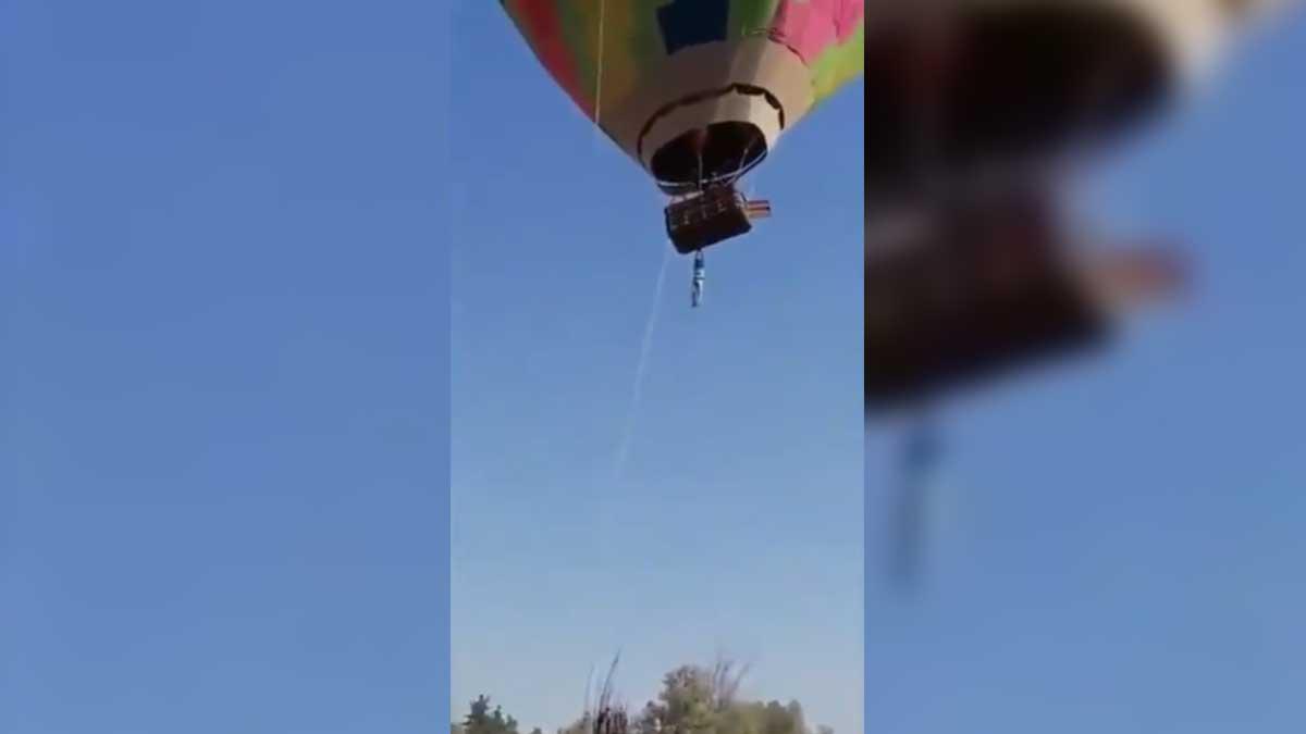En Teotihuacán captan a hombre a punto de caer de globo aerostático