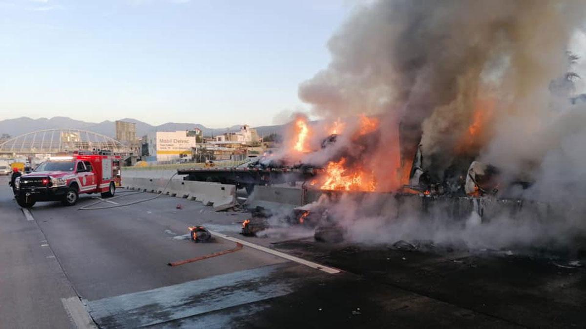 Morelos: se quema tráiler en Paso Express en Cuernavaca