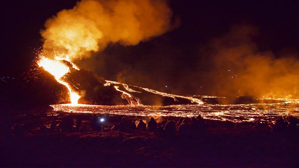 Volcán Fagradalsfjall en Islandia lleva 8 día en erupción
