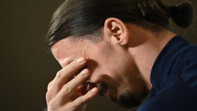 Zlatan Ibrahimovic rompe en llanto durante conferencia