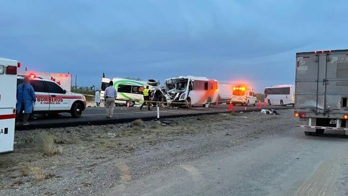 Caborca-Sonoyta: Choque entre autobús y camioneta deja 16 muertos