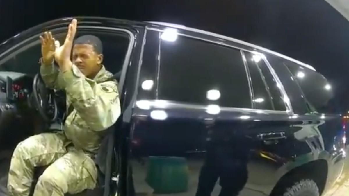 En EU, teniente del Ejército demanda a policías por abuso en detención