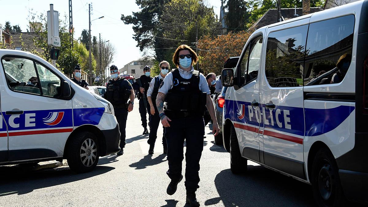 En Francia un hombre mató a cuchilladas a policía cerca de París