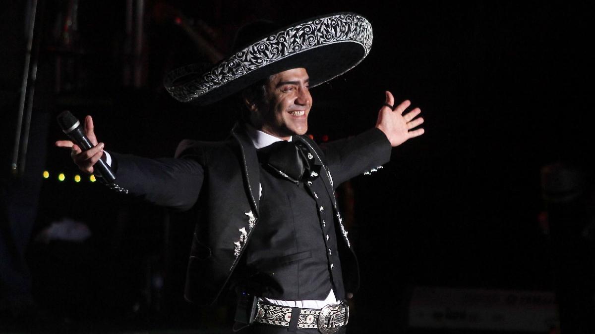 """Alejandro Fernández; fotos y videos más polémicos del """"Potrillo"""""""
