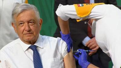 AMLO se aplica vacuna covid