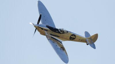 Avión de la Segunda Guerra Mundial ameriza de emergencia en playa de Florida