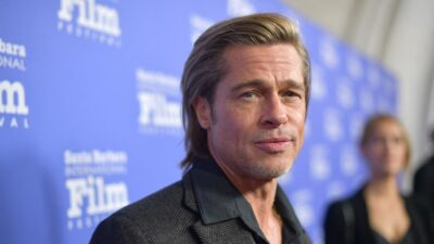 Brad Pitt es captado en silla de ruedas durante cita médica
