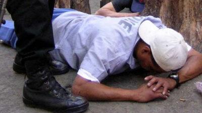 Ladrón se desmaya al caer de segundo piso al momento de huir