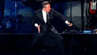 Luis Miguel es nominado a mejor cantante latino de la década