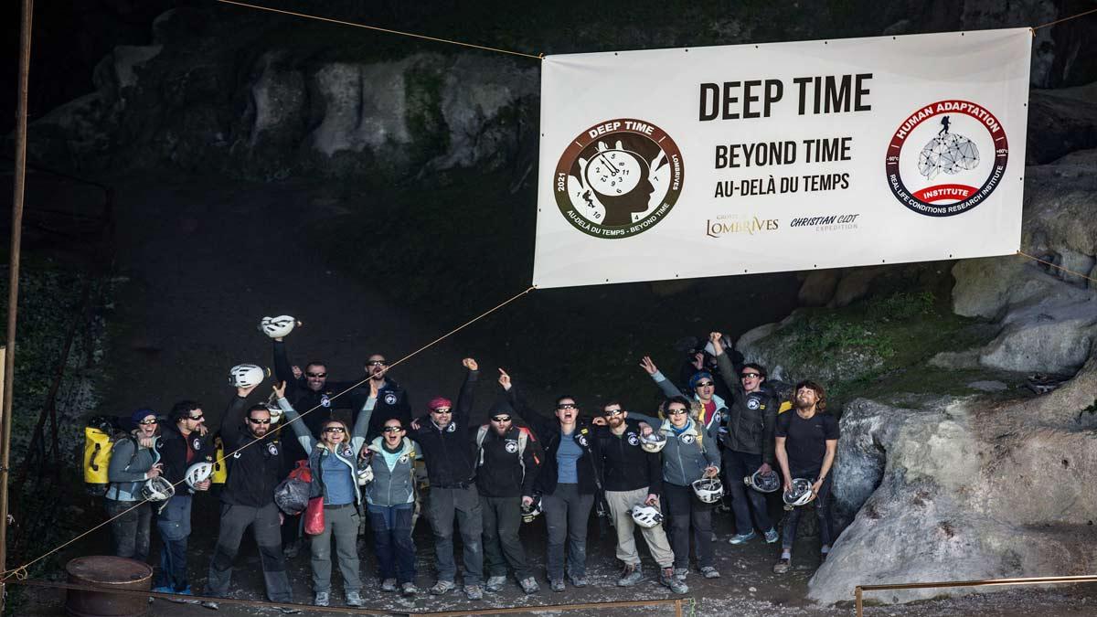 Francia: 15 personas vivieron 40 días en cueva por experimento