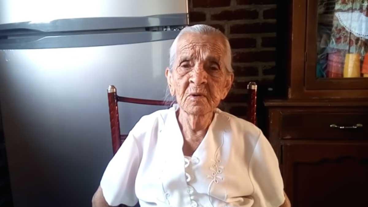 Youtuber de 87 años pide que vean sus videos para sobrevivir