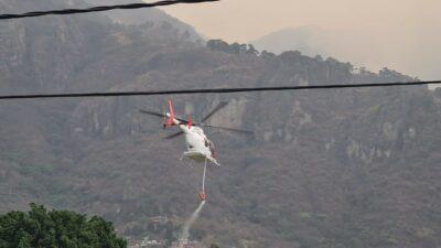Incendio en Tepoztlán: helicópteros ayudan a combatir el fuego