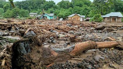 Inundaciones en Indonesia dejan muertos