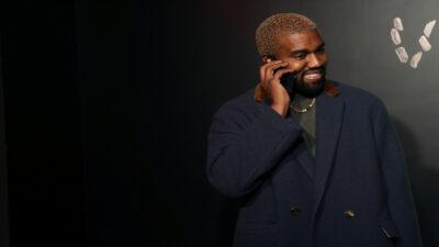 Unos tenis que utilizó Kanye West en la ceremonia de los premios Grammy de 2008 fueron subastados en 1,8 mdd, imponiendo un récord.