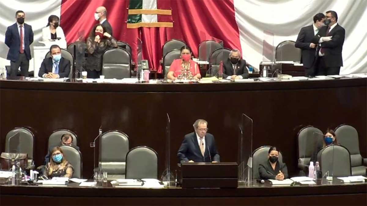 Una y otra vez los opositores pedían no avalar una ley con un transitorio contrario a la Constitución. Foto: San Lázaro
