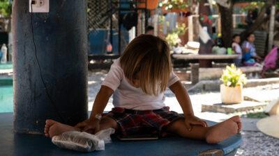 México instalará albergues para niños migrantes: AMLO