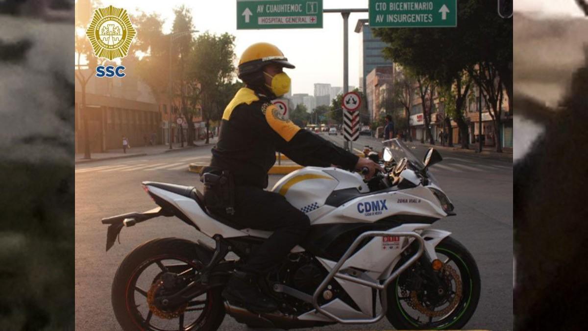 Policía de CDMX gana medalla por devolver 30 mil pesos que halló