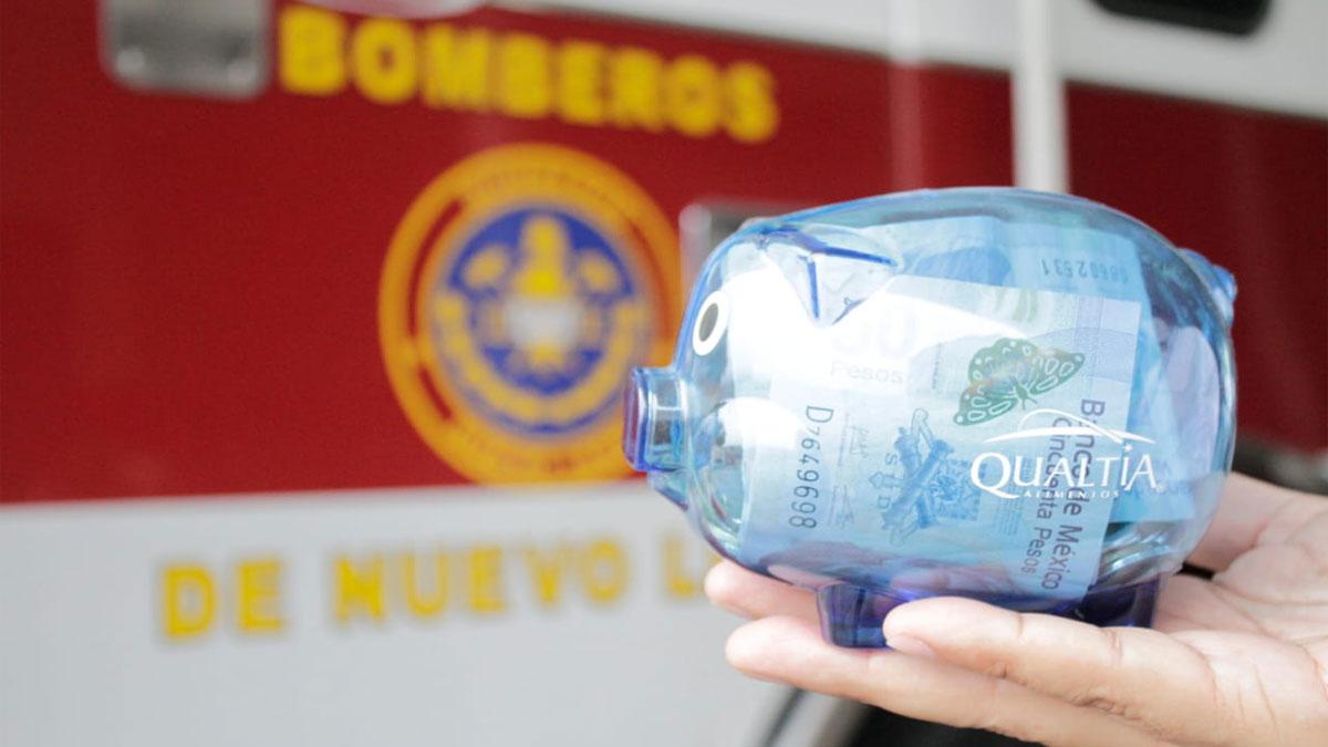 Nuevo León: Niña dona sus ahorros y alcancía a los bomberos