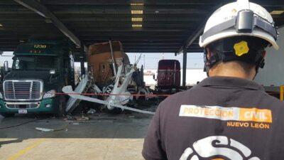 Nuevo León: se desploma avioneta en carretera a Laredo; hay muertos