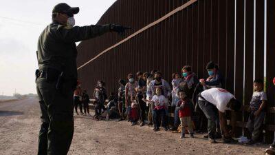 La Patrulla Fronteriza de EU alertó a la policía, que recogió a las pequeñas. Foto: Reuters