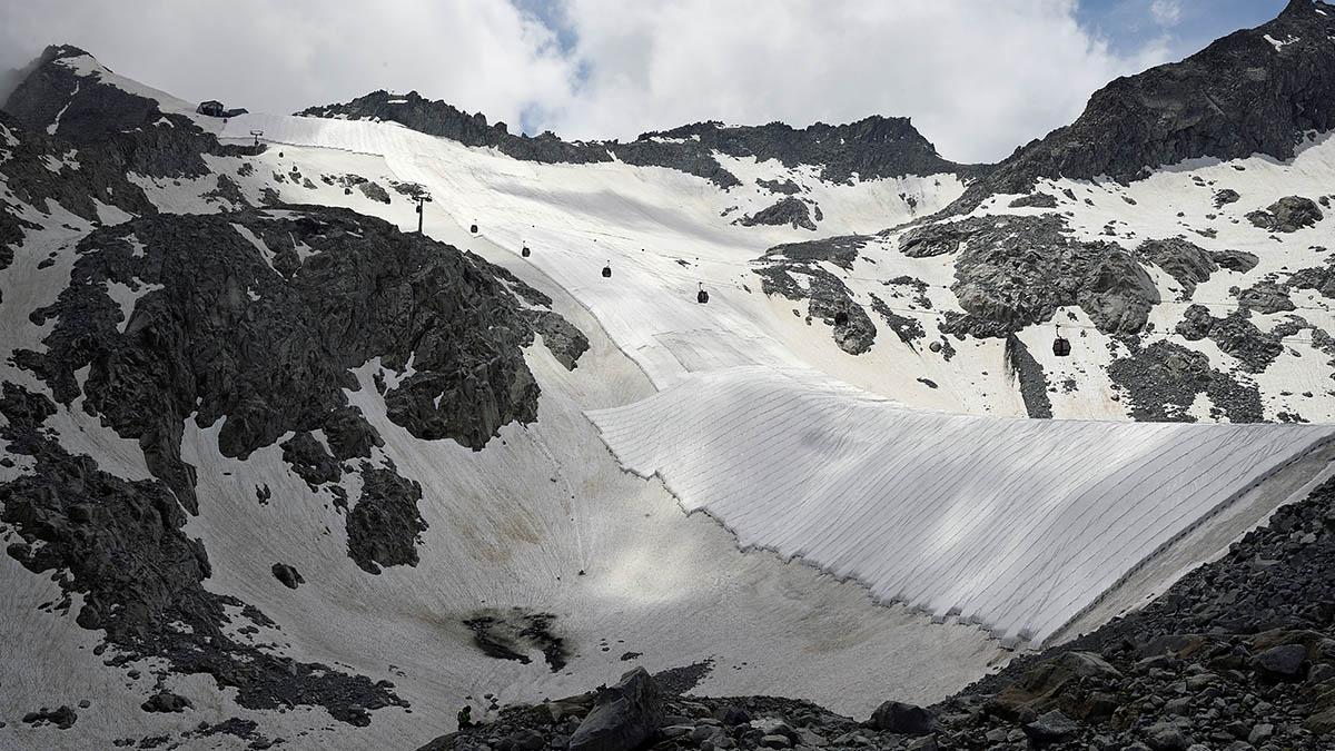 India reporta 8 muertos tras colapso de glaciar que causó avalancha