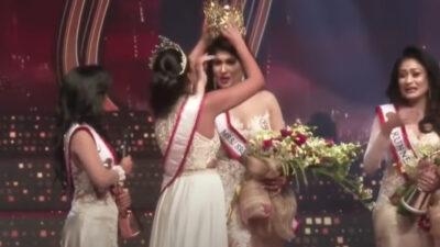 Le arrancan la corona a reina de belleza en Sri Lanka