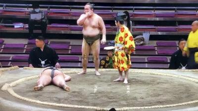Muere luchador de sumo por un fuerte golpe en la cabeza