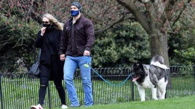 Captan a Henry Cavill paseando con su novia