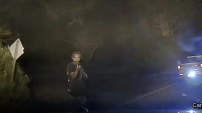 Captan en video ataque contra policías en Georgia
