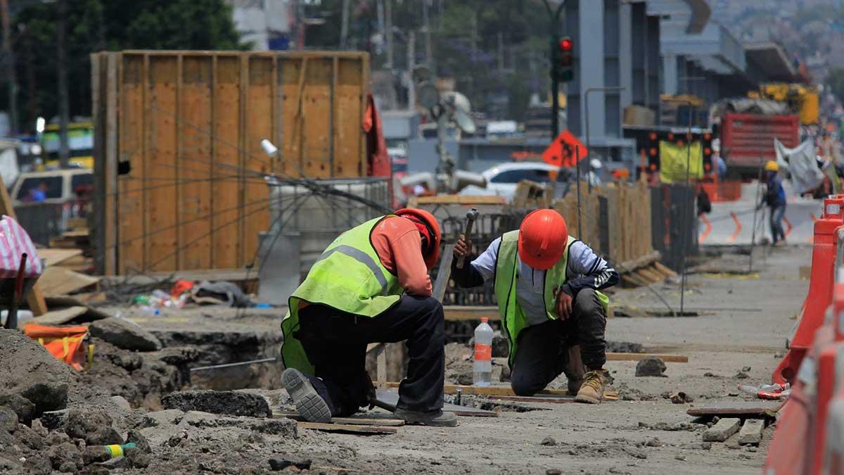 Sin outsourcing los incrementos en los registros de los sueldos van desde el 15 hasta el 32%. Foto: Cuartoscuro
