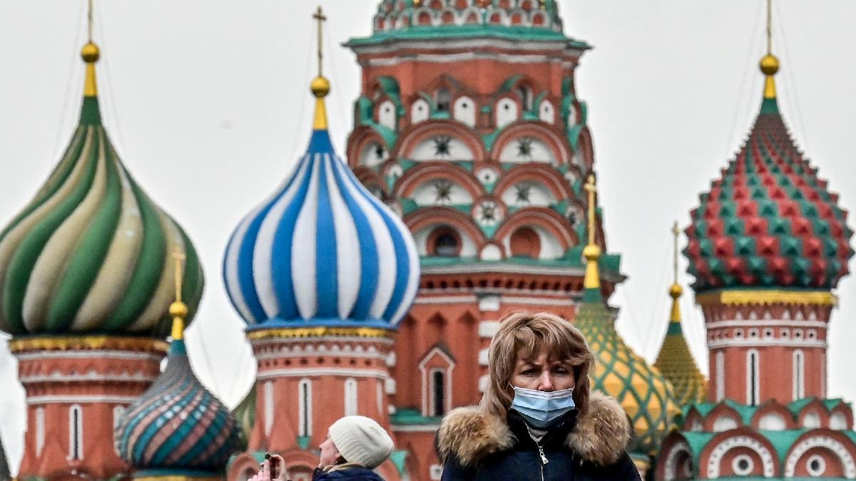 ¿Te imaginas viajar a Rusia para aplicarte la vacuna Sputnik V contra el COVID-19? Ahora esto puede ser posible gracias a una dinámica en Twitter.