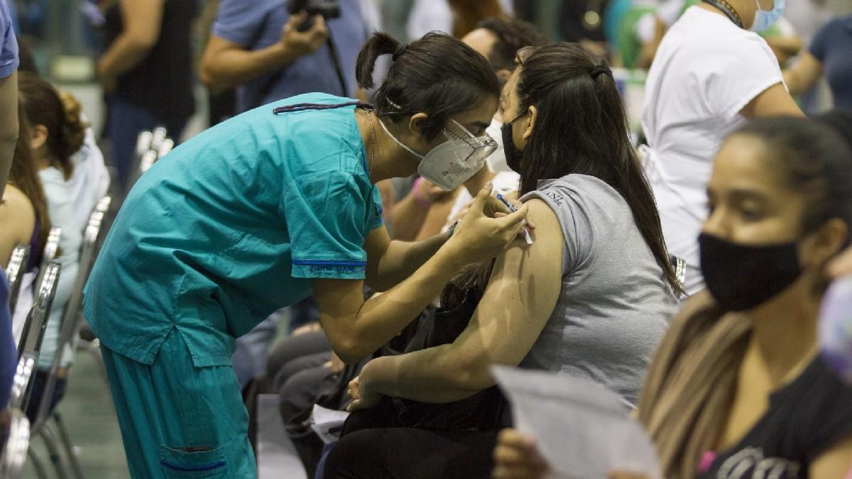 Vacunación COVID de maestros en Guanajuato; inicia registro