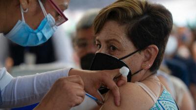Personas de 50 a 59 años y maestros, los siguientes en ser vacunados: AMLO