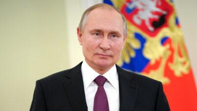 Putin firma ley que le permitiría optar a la presidencia por dos mandatos más