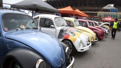 Brasil: maestro vende su auto por falta de dinero; exalumnos se lo regresan