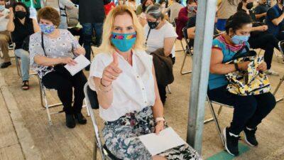 Beatriz Gutiérrez Muller, esposa de AMLO, se vacuna contra COVID-19 en CDMX