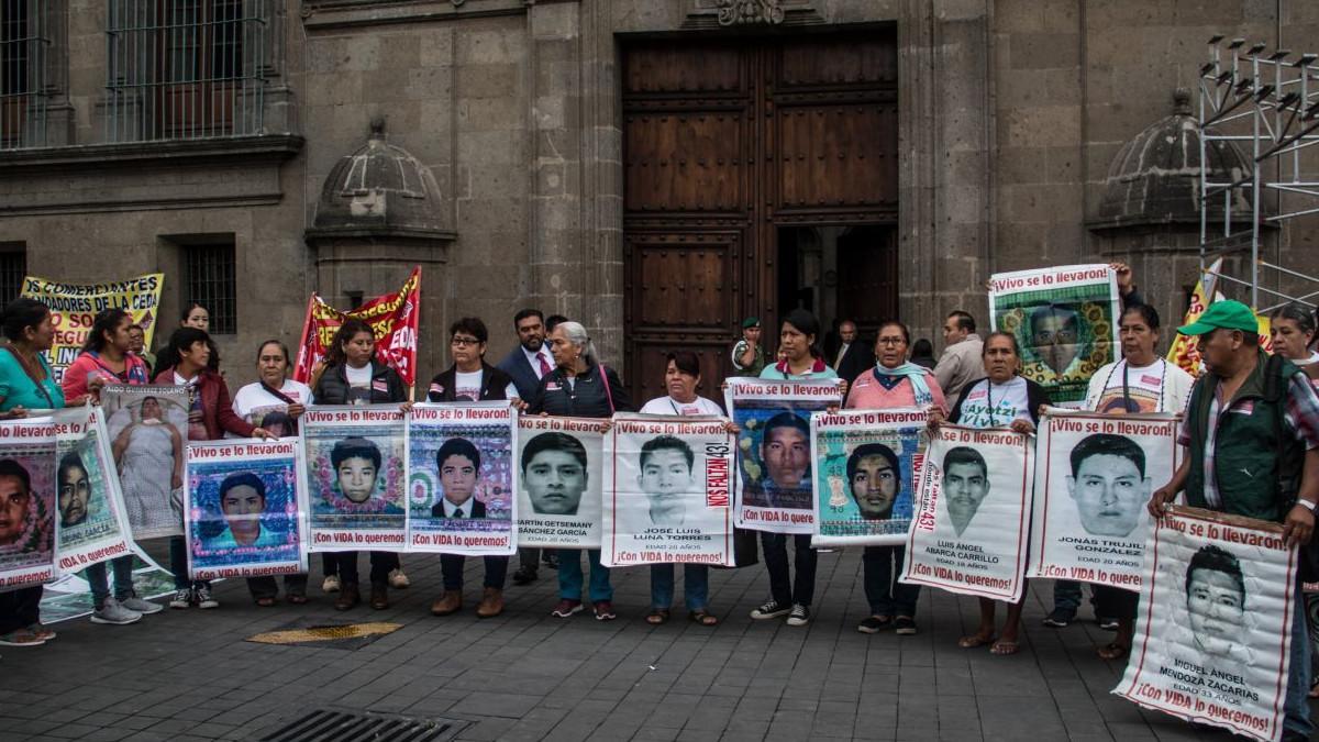 AMLO solicitó a Kamala Harris expediente sobre caso Ayotzinapa