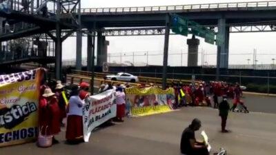 Manifestantes bloquean Circuito Interior cerca del AICM