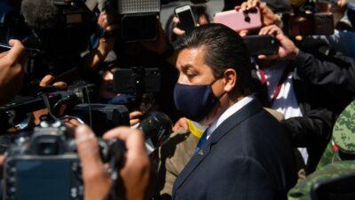 Cabeza de Vaca: Juez amparan a gobernador por orden de aprehensión