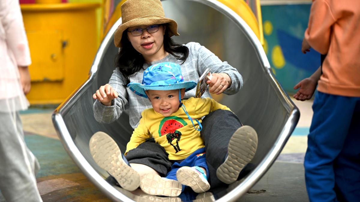 ¿Por qué China permitirá tener hasta tres hijos por familia?