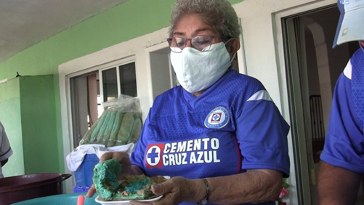 Final Cruz Azul vs Santos: tacos y tortas de cochinita se pintan de azul en Mérida