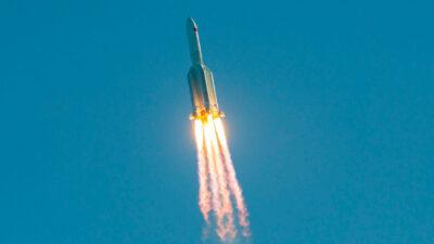 Cohete chino cae a la Tierra: ¿qué probabilidades hay de que provoque daños?