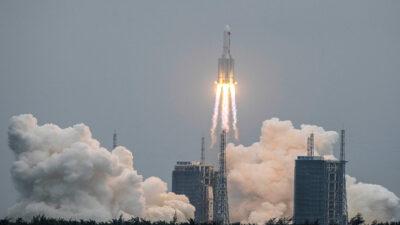 ¿Dónde y cuándo podrían caer los restos del cohete chino?